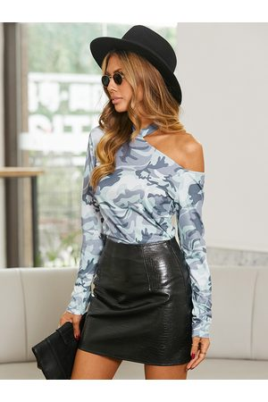 YOINS Camo Cut Out One Shoulder Long Sleeves Tee