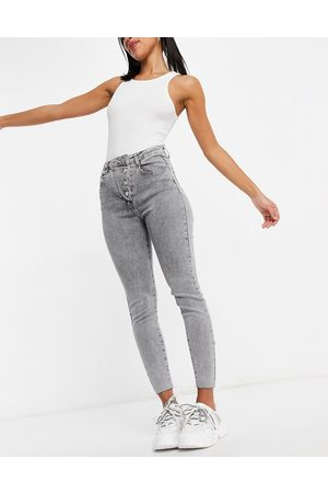 Missguided Women Jeans - Aysmmetric button jeans in acid wash