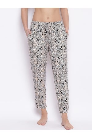 ENAMORA Women Black & Off-White Printed Lounge Pants