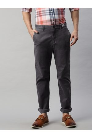 Tommy Hilfiger Men Charcoal Grey Solid Straight Fit Chinos