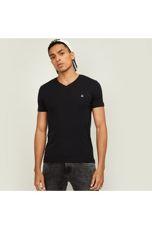 Benetton Men Solid Slim Fit V-neck T-shirt