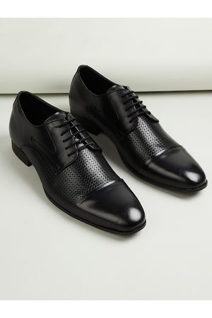 Lifestyle Men Black Textured Formal Derbys