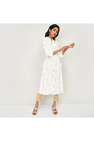 Span Women Kurtis - Women Embroidered Three-quarter Sleeves Straight Kurta