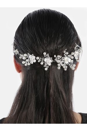 YouBella Silver-Toned & Off-White Embellished Floral Hair Accessory