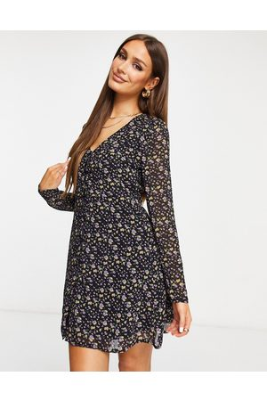 Missguided Tea dress with long sleeve in floral