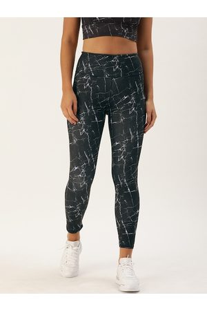 ENAMORA Women Black & Blue Printed 7/8 Athleisure Hugged Cropped Tights