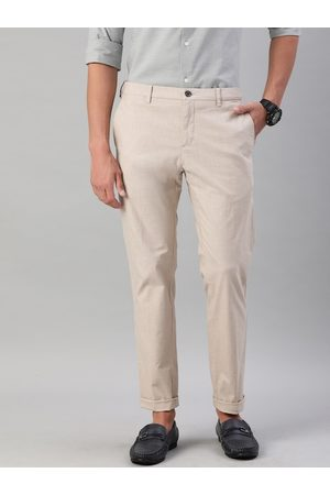 Tommy Hilfiger Men Beige Slim Fit Flex Solid Smart Casual Trousers