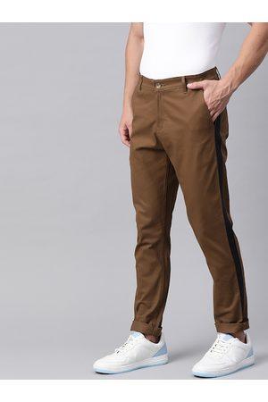 Hubberholme Men Chinos - Men Brown Slim Fit Solid Chinos