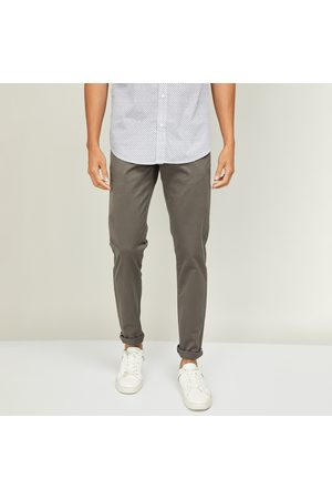 VH Sports Men Solid Slim Tapered Casual Trousers