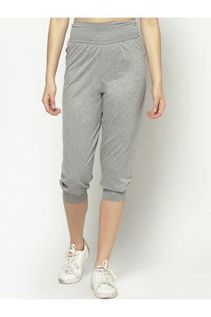 Sera Women Grey Melange Solid Slim-Fit Three-Fourth Length Joggers