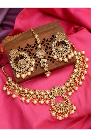 ANIKAS CREATION Gold-Plated & Beige Kundan-Studded & Pearl-Beaded Handcrafted Jewellery Set