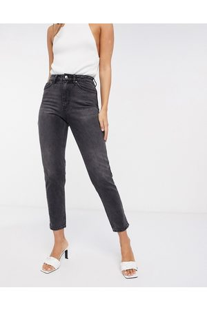 Vero Moda Mom jean with high rise in washed