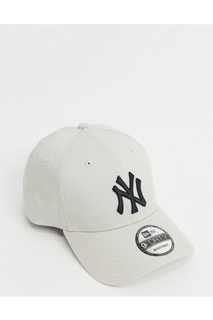 New Era 9forty NY Yankees cap in beige