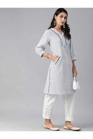 Global Desi Women Grey & Blue Floral Embroidered Thread Work Kurta