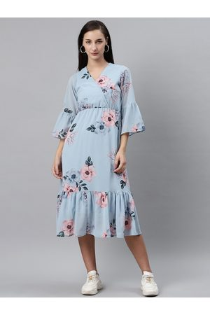 Pluss Women Blue & Pink Floral Print Midi Wrap Dress
