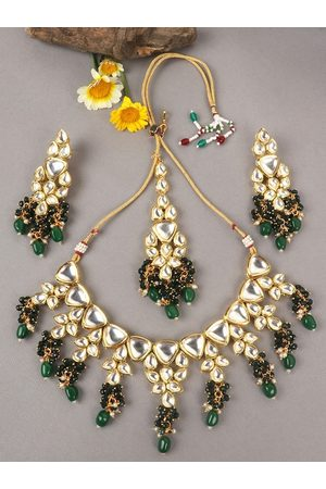 JEWELS GEHNA Gold-Plated White & Green Kundan-Studded & Beaded Vilandi Traditional Jewellery Set