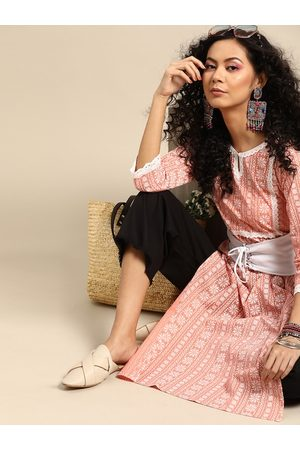 Varanga Women Kurtas - Women Peach-Coloured & White Ethnic Motifs Printed Kurta