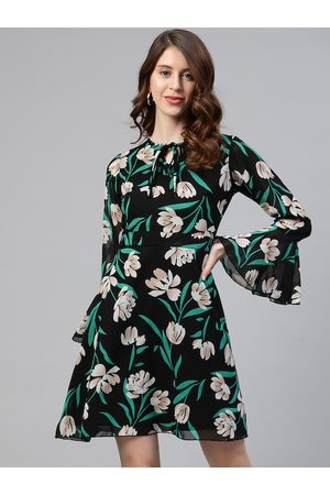 Pluss Women Black Floral Printed A-Line Dress