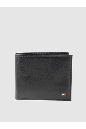 Tommy Hilfiger Men Black Leather Solid Two Fold Wallet