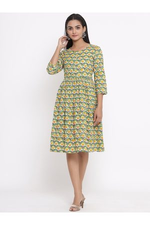 Sangria Women Green Printed Fit and Flare Dress