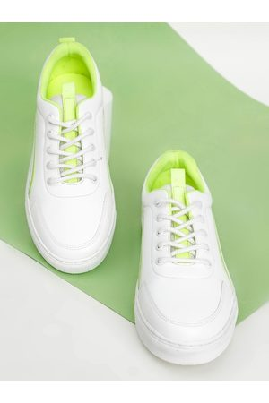 Highlander Men White & Fluorescent Green Sneakers