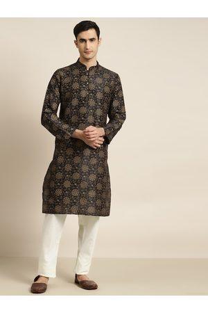 SOJANYA Men Black & Off-White Printed Kurta with Churidar