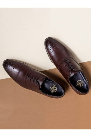 Red Tape Men Brown Textured Leather Formal Oxfords