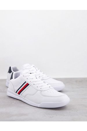 Tommy Hilfiger Lightweight leather trainer with side flag logo in