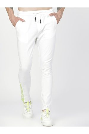 Highlander Men White Slim Fit Solid Regular Trousers