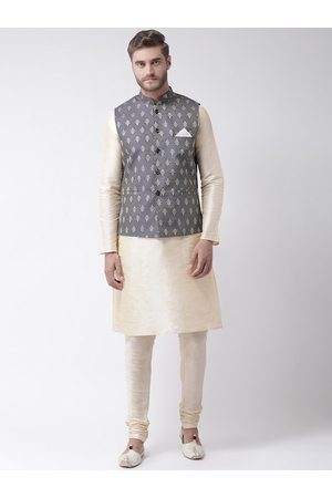 DEYANN Men Cream-Coloured Solid Kurta Set with Nehru Jacket