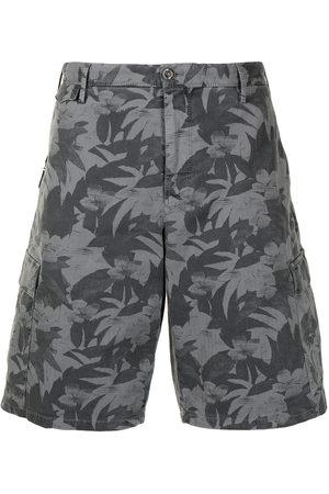 PT01 Men Bermudas - Leaf-print bermuda shorts