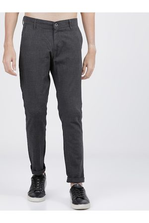 HIGHLANDER Men Grey Slim Fit Checked Regular Trousers