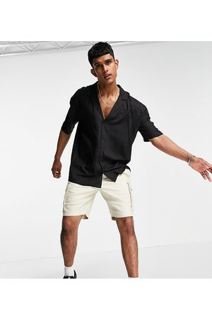 New Look Short sleeve shirt with deep revere collar in