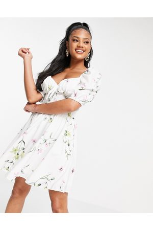 Missguided Milkmaid dress with short sleeve in floral print