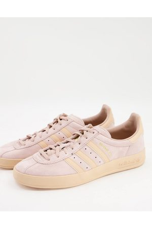 adidas Broomfield trainers in beige and pink