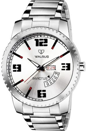 WALRUS Men Silver-Toned Brass Embellished Dial & Silver Toned Bracelet Style Straps Analogue Watch