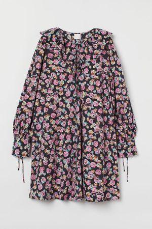 H & M Flounce-collared dress