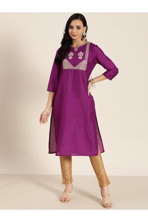 Sangria Women Purple & Off White Yoke Design Kurta