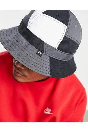 Nike Skate Mosaic bucket hat in and white